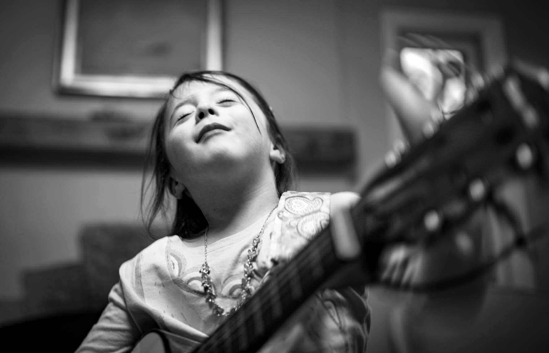 Kids-Portraits-Playing-Guitar